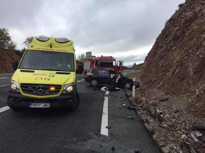 Herido un hombre de 29 años al colisionar su vehículo con un camión en Brazatortas