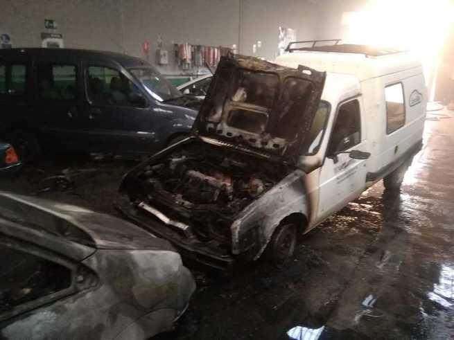 Un incendio en un taller mecánico de Criptana causa daños a dos vehículos y a las instalaciones
