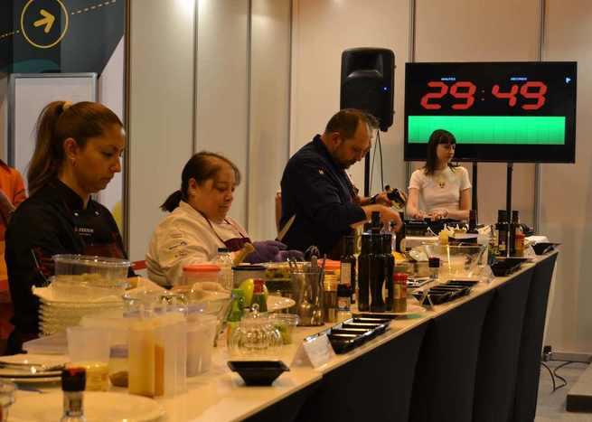 La WOOE premia la ensalada con AOVEs de Castilla-La Mancha de Manu Urbano, cocinero de La Malaje