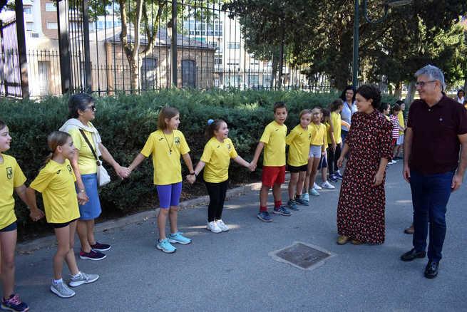 """La comunidad educativa del CEIP Ferroviario de Ciudad Real """"abraza"""" al Parque de Gasset"""