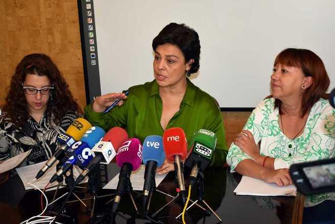 Pilar Zamora brinda el apoyo del Ayuntamiento a los vecinos afectados por la fuerte tormenta de ayer en Ciudad Real