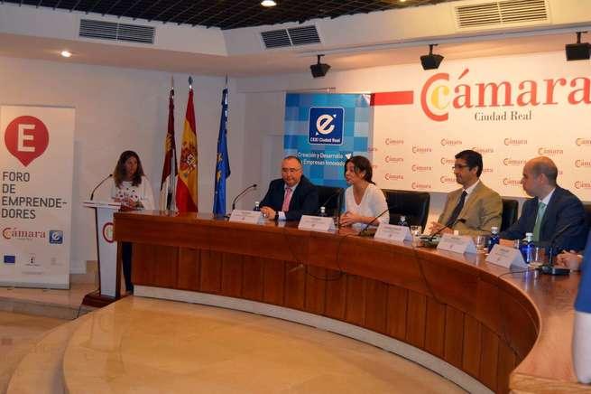 """Zamora invita a los emprendedores a que vean a Ciudad Real """"con buenos ojos"""" para instalar sus negocios"""