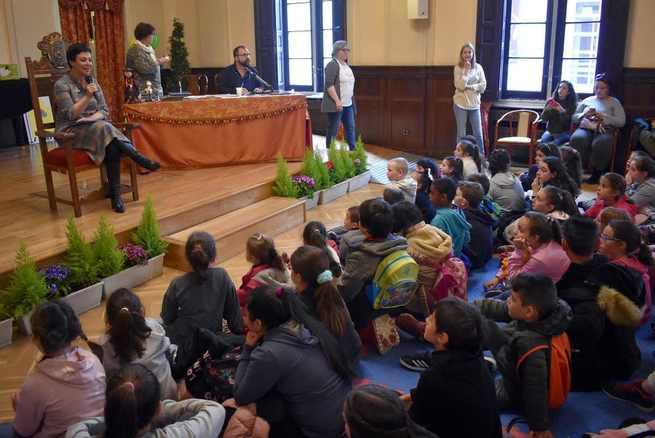 La alcaldesa de Ciuda Real traslada a los escolares del Maratón Municipal de Cuentos una historia de superación del cáncer