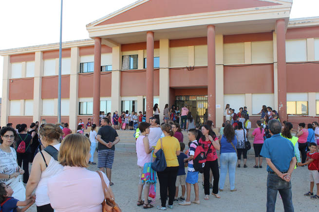 imagen de El CEIP Nuestra Señora del Rosario inaugura el curso escolar 2014/2015 en Porzuna con sus instalaciones mejoradas