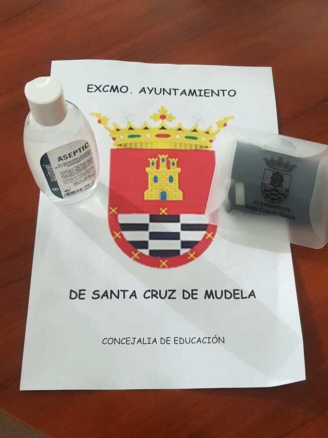 Santa Cruz de Mudela reparte un kit 'anticovid' a los alumnos de sus tres centros educativos