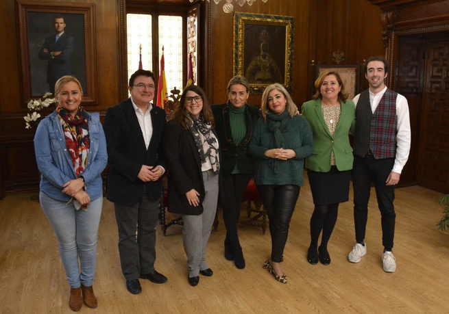 La alcaldesa de Toledo conoce los proyectos e inquietudes de 'Distrito1', la nueva asociación de comerciantes y hosteleros del Casco