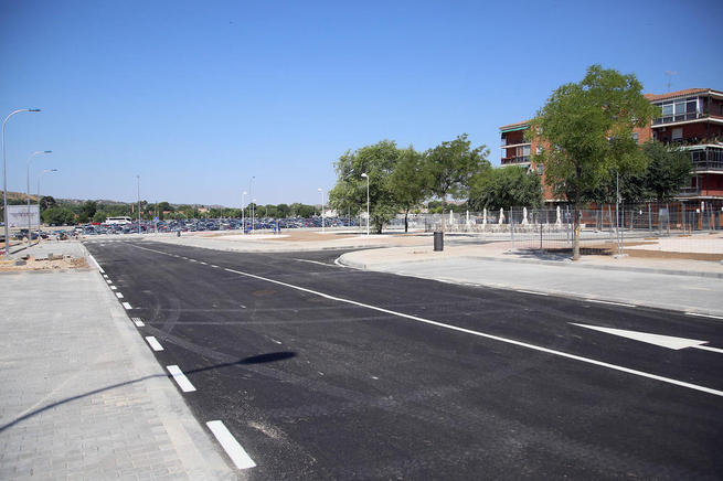Imagen: La alcaldesa visita las obras de la avenida de América, con dos nuevos viales que mejorarán la movilidad en el centro de Toledo