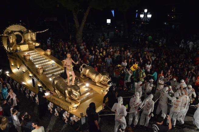 Imagen: Las peñas públicas de Azuqueca ya pueden empezar a construir las carrozas para el Desfile de septiembre