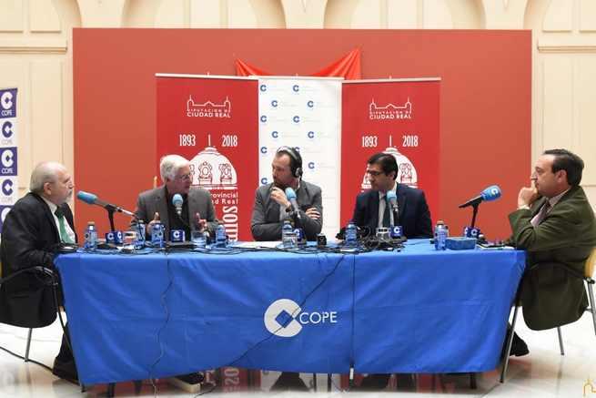 Reflexiones sobre 40 años de Democracia en la provincia con motivo del 125 aniversario del Palacio Provincial