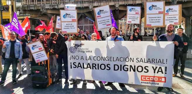 Las trabajadoras y los trabajadores de Fundación Diagrama se concentran en la Plaza Mayor de Ciudad Real para exigir a su empresa la vuelta a la mesa de negociación del convenio colectivo