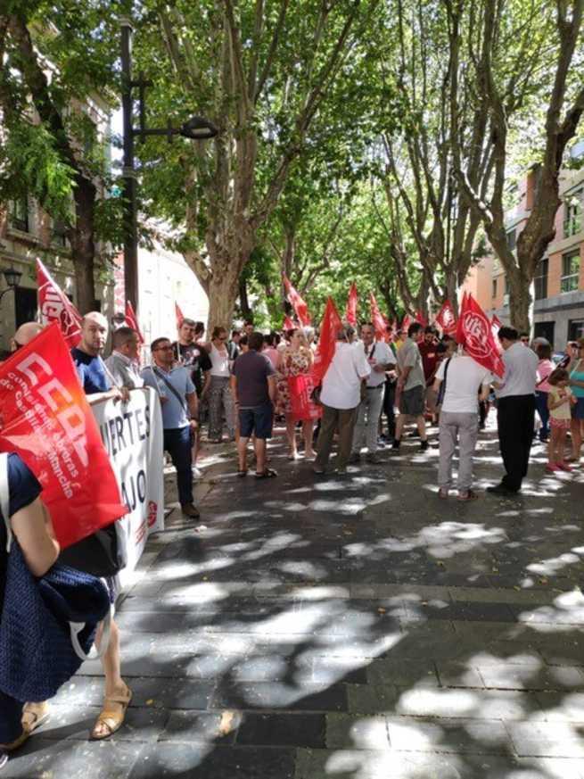 CCOO y UGT se concentran en Albacete y Guadalajara para recordar a las dos últimas víctimas de la siniestralidad laboral: un joven de 24 años y una muchacha de 19
