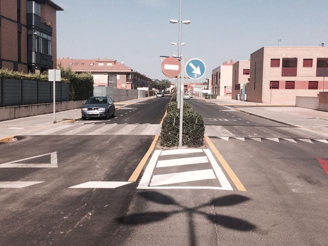 Finalizan las obras de accesibilidad y mejora de movilidad de Avenida 1º de Mayo con los trabajos de señalización horizontal