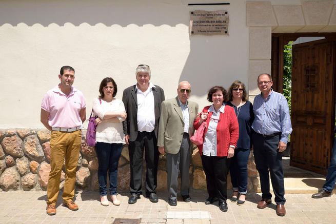 Imagen: Dos placas recuerdan el lugar donde vivió y trabajó Cayetano Hilario en Argamasilla de Alba