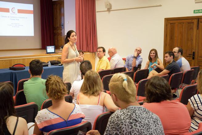 Imagen: Más de treinta jóvenes de Argamasilla de Alba participan en una charla informativa sobre el Sistema Nacional de Garantía Juvenil y el Programa Integral de Cualificación y Empleo (PICE)
