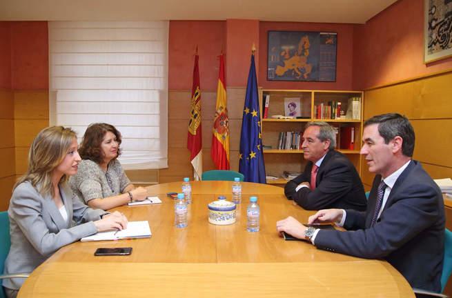 La directora general de Relaciones Institucionales y Asuntos Europeos se reúne con CECAM para establecer canales de colaboración