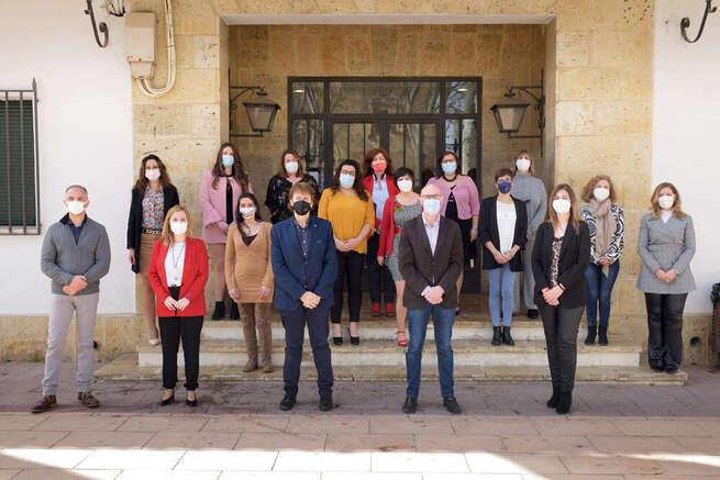 Ocho alumnas-trabajadoras finalizan la formación en 'Atención sociosanitaria a personas dependientes en instituciones sociales'
