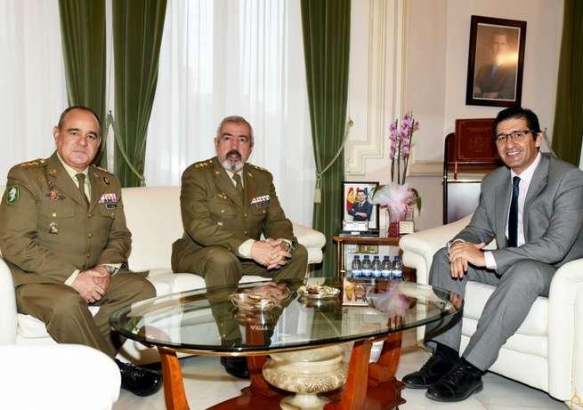 Caballero recibe al coronel Del Hierro, quien mañana sustituye a Jiménez Castillejo al frente de la subdelegación de Defensa