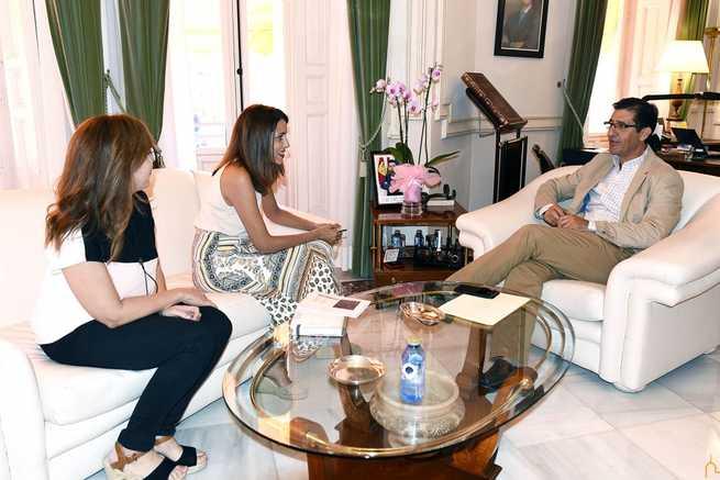 La alcaldesa de Villarta le traslada a Caballero los problemas que presenta la red de abastecimiento de agua de su pueblo