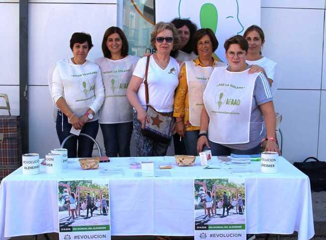 AFAAD La Solana arrancó los actos del Día del Alzheimer en el mercadillo