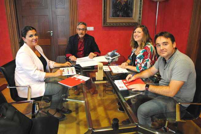 El Consistorio y AJE Valdepeñas programarán una mesa de trabajo con contenido dirigido al tejido empresarial