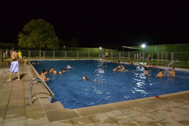 """Imagen: """"Baño en la noche"""" se convierte en un clásico los jueves de verano en Fuensalida"""