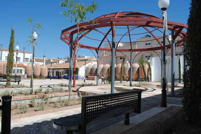 Bodegas A7 reabre sus puertas con el acto institucional de las Fiestas del Vino de Valdepeñas