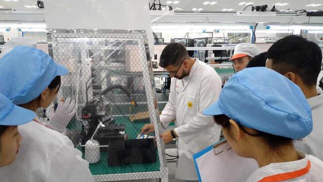 La española BQ diseña los móviles de Vingroup, el mayor holding de Vietnam, y crea con ellos su primera fábrica de smartphones