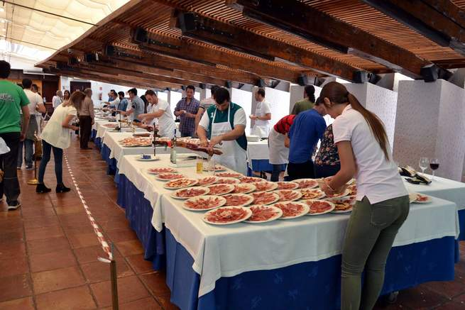 Carrión vive unas fiestas históricas por su gran participación,  cuyos actos terminaron ayer con el 6º Concurso de cortadores de jamón organizado por Casa Pepe, en colaboración con el Ayuntamiento