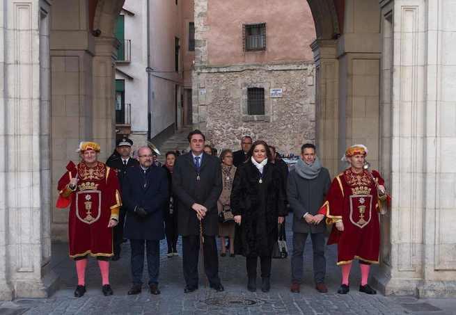 La Corporación Municipal de Cuenca, presidida por el alcalde, asiste en la Catedral a la misa de San Julián