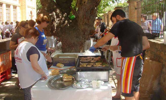 Participativa comida solidaria en Quintanar de la Orden a beneficio de Cáritas y Manos Unidas