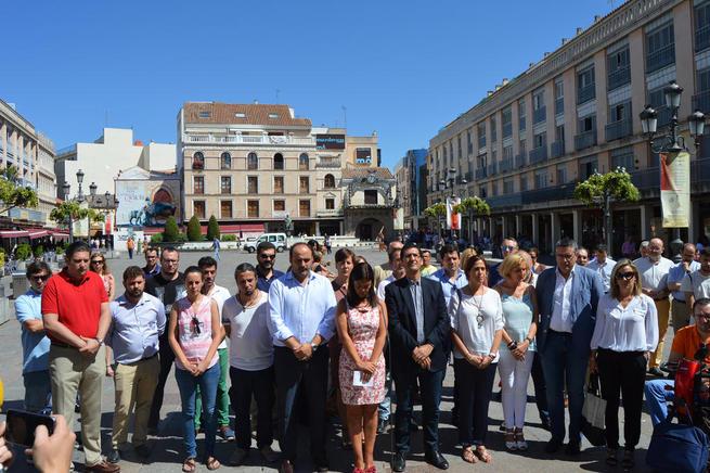 Imagen: Las Instituciones de Ciudad Real guardan  un minuto de silencio por el atentado de Niza