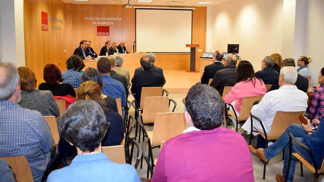 La UCLM reconoce a profesores facultativos jubilados de la Facultad de Medicina de Albacete