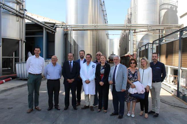 El Delegado del Gobierno, José Julián Gregorio López, visita el Ayuntamiento de Socuéllamos y la Cooperativa Cristo de la Vega, donde destaca el trabajo del sector agroalimentario de la región
