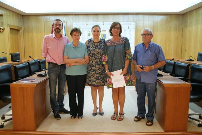 Imagen: El ayuntamiento de Socuéllamos firma dos convenios con las ONG locales Cáritas y Fraternidad Para Todos