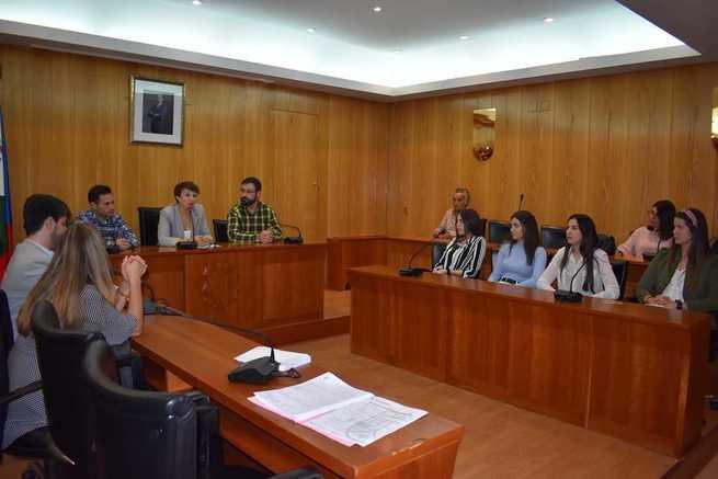 El Ayuntamiento de Socuéllamos entrega 28 becas, por un valor total de 6.000 Euros, a jóvenes estudiantes