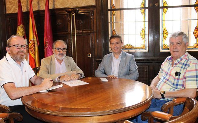 El presidente de la Diputación de Albacete expresa su apoyo a los proyectos del  Colegio Oficial de Enologos