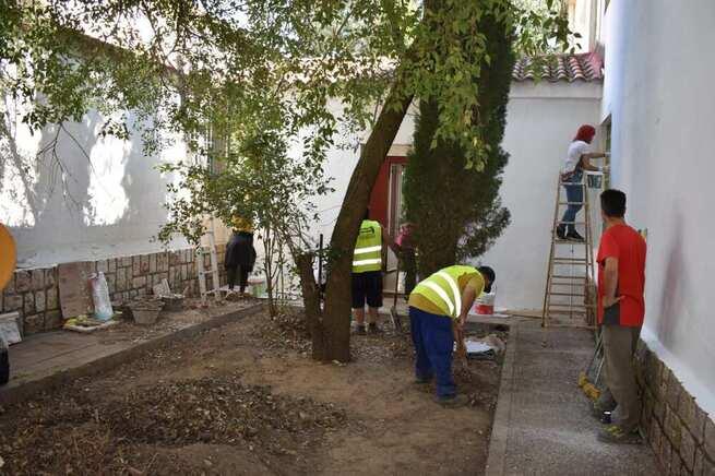 El Centro Joven acoge obras de mantenimiento y limpieza a través de los planes de empleo