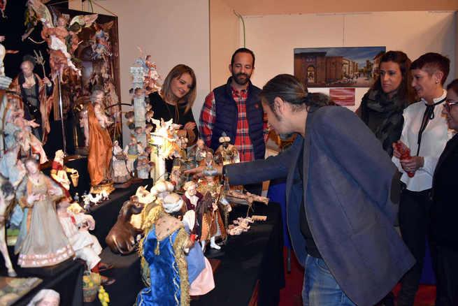 La primera Feria del Belén de Ciudad Real  cuenta con una docena de artesanos