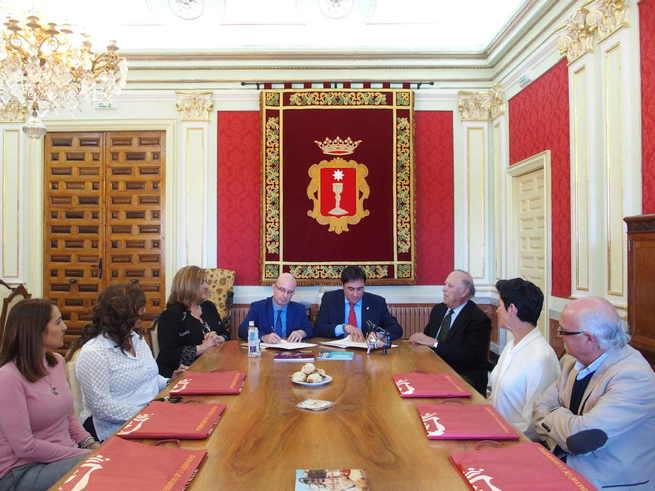 Mariscal firma el convenio con la Academia de Cultura Gastronómica para promocionar la gastronomía conquense