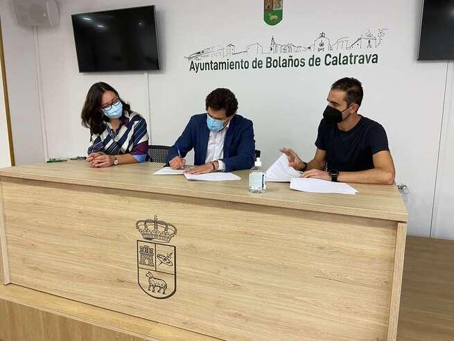 El Ayuntamiento de Bolaños continua con la firma de los convenios de subvenciones con distintas asociaciones y hermandades de la localidad