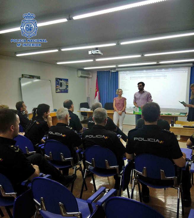 La Policía Nacional recibe en Toledo formación para la atención a personas con discapacidad intelectual de la mano de Plena Inclusión Castilla La Mancha