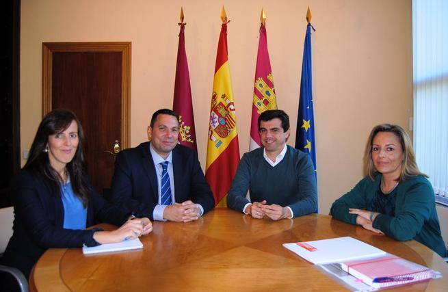 """Imagen: Javier Cuenca: """"El Ayuntamiento está favoreciendo la inclusión social y laboral de las personas de etnia gitana en Albacete"""""""