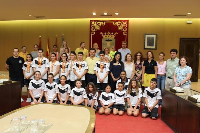 Imagen: Javier Cuenca agradece a los integrantes del Club Trampolín de Albacete su compromiso con los valores que transmite el mundo del deporte