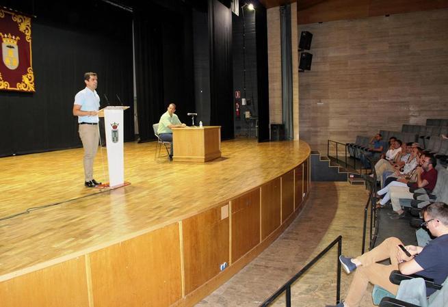 """Imagen: Javier Cuenca asegura que """"la implantación de la Administración Electrónica es una medida necesaria que mejorará el día a día de Albacete"""""""