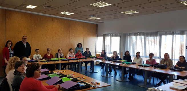 Dieciocho alumnas se forman en atención sociosantaria en Villafranca