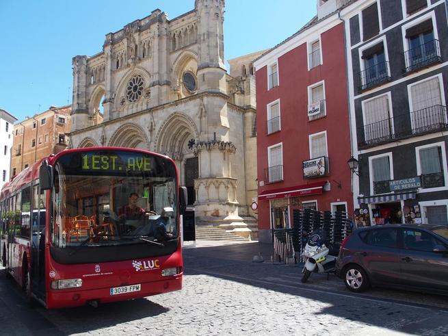 Imagen: El nuevo horario de verano de los autobuses reforzará el servicio en el Casco Antiguo de Cuenca con motivo de la exposición de Ai Wei Wei si fuese necesario