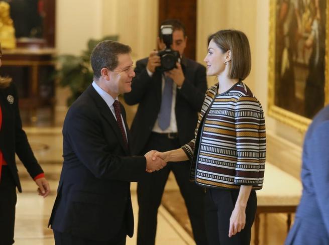 Imagen: El presidente García-Page asiste este viernes a la entrega de los premios 'Reina Letizia 2015'