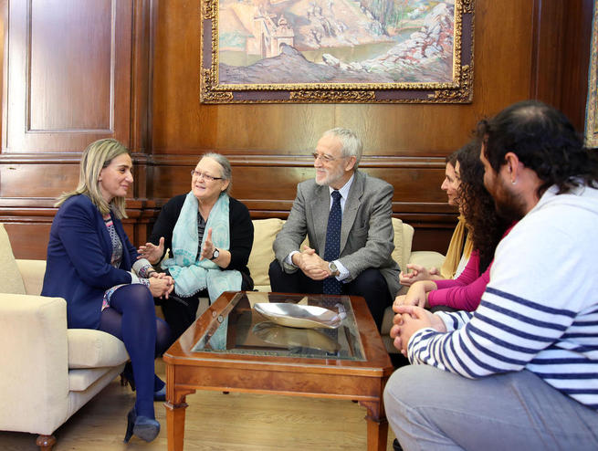 Imagen: La Fundación Vicente Ferrer traslada a la alcaldesa de Toledo la labor que sus cooperantes realizan en una de las zonas más pobres del planeta