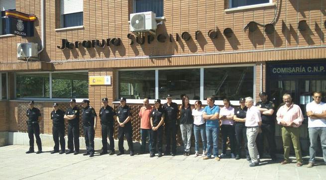 Imagen: Minuto de silencio en la Jefatura Superior de Policía de Castilla La Mancha - Toledo por los atentados en Francia