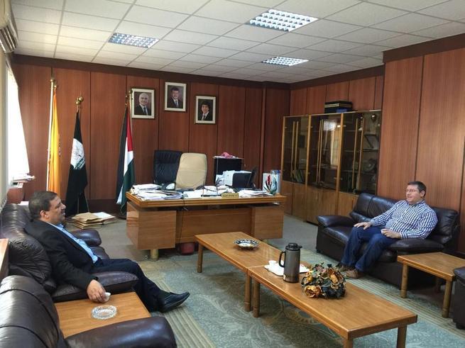Imagen: El profesor de la Escuela Superior de Ingeniería Informática de Albacete, Enrique Arias, ha realizado una estancia de investigación en la Universidad de Yarmouk